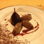 Restaurante excelente! Sobremesa: mousse de chocolate com pêra cozida no vinho