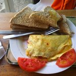 Ah my morning omlettes with tomatos! With toasted bread, butter and jam yumyyyy