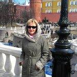 На фоне  Кремлевских стен