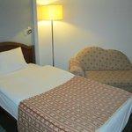 2. Bett mit kleinem Sofa