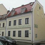 Property is located on small, quiet sidestreet, close to Tegerneer Landstrasse