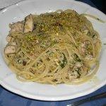 spaghetti al pesce e pistacchio