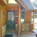 Private Covered Porch  Entrance  / Alpine Chalet