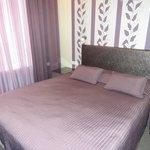 удобная большая кровать
