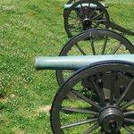 fila di cannoni