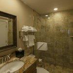 Deluxe Beachview Junior Suite Bathroom