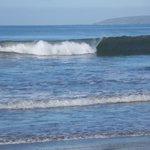 olas en la playa del hotel