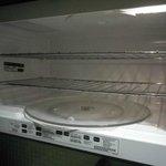 Looking inside the microwave - very clean!