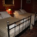 Room with 2 double beds (4 persons)