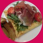 Hot crepe -prosciutto, argula and tomato