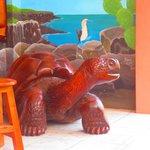tortuga de madera en la recepción