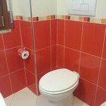 Bagno privato in camera stanza rossa