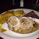 Pierna de Cerdo en su jugo + gallo pinto y tajadas