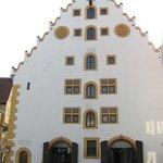 Отель, старое здание