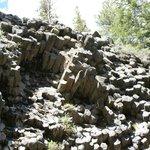 Basaltsäulen schräg austretend