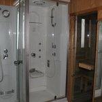 Le sauna et les douches Balnéo