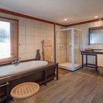 Ukhozi Lodge bathroom