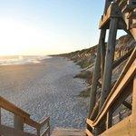 Escalera para bajar a la playa