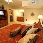 Master KingBedroom w/flatscreen TV and jacuzzi
