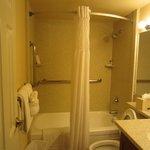 ванная небольшая. но была вторая ванная  с душем