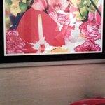 Coloridas ilustraciones en el cafe