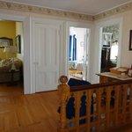 Suite 2: Suite Foyer