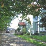 Maple Shade Tourist Home: Main Entrance