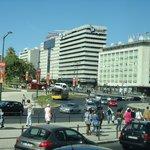 O hotel, fotografado a partir da Praça Marquês de Pombal