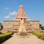The gopuram and Nandi