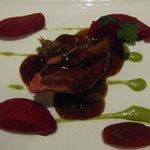 pigeon de Mr Mougeolle, beterrave à la truffe, coulis de pistache (gastro)