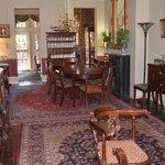 Savannah Inn dining room where breakfast is served.