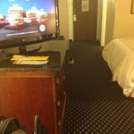 Average size room with nice tv