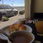 Desayuno mirando al mar