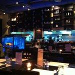 Вечерний зал ресторана