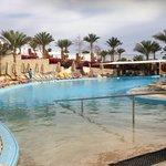 The activity swim up bar pool