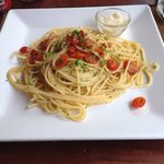 Spaghetti aglio, olio, peperoncino e pomodorini