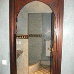 Puerta acceso al cuarto de baño