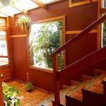 escalera y entrada desde la cocina