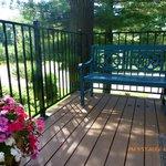 Lake View Loft - Deck to entrance