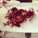 Kaisersmharren: frittatina dolce sbriciolata con confettura di frutti di bosco