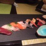 Sushi assortiment. Les poissons sont super frais, très belle décoration.