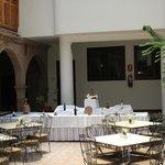 Vista del Comedor bajo unos preciosos balcones tallados