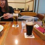 手前が黒ビール