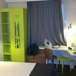 pokój, szafa i biurko