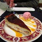 tarta de queso sobre maracuja
