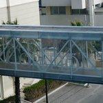 ponte coperto sulla strada