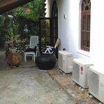 Terrasse mit Auslauf im Hinterhof