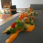 Entrée calamars, crevettes et légumes