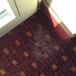 poussières sous les rideaux