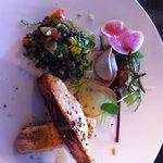 Saumon mi cuit et salade de lentilles... Très bon !